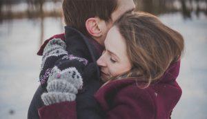 8 razones por las que necesitas más abrazos (con el respaldo de la ciencia)