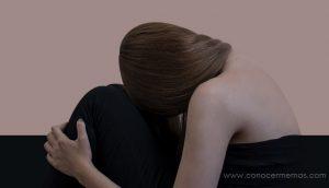 18 Problemas por tener una personalidad extrovertida pero en realidad ser tímida e introvertida