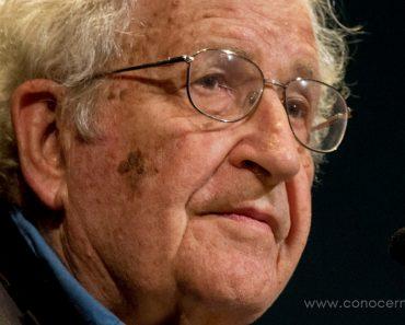 35 citas de Noam Chomsky que te harán cuestionar todo sobre la sociedad