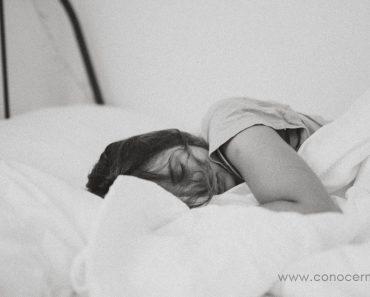 Restricción del sueño: Por qué dormir menos puede ayudarte a dormir mejor