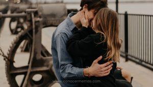 5 Señales de que alguien se está enamorando de ti y tú ni siquiera lo sabes